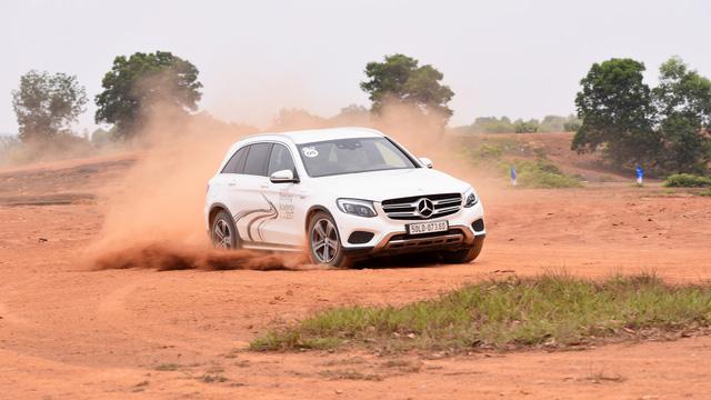 Thử đua Drag bằng xe Mercedes Benz tại Đồng Mô - Ảnh 2.