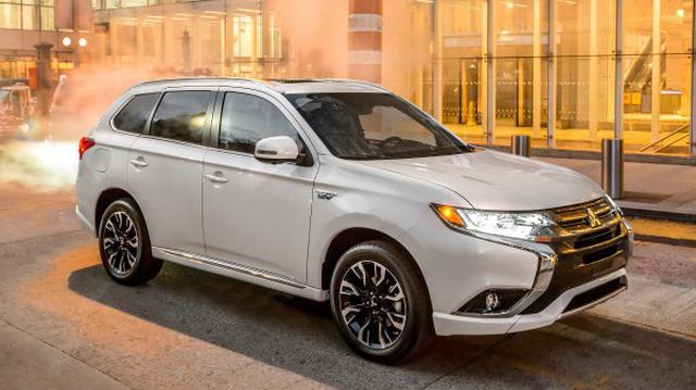 Mitsubishi Outlander nâng cấp 7 chỗ mới, giảm giá gần 120 triệu đồng