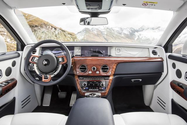 Rolls-Royce Phantom đạt giải thưởng xe siêu sang cao quý nhất từ Top Gear - Ảnh 2.
