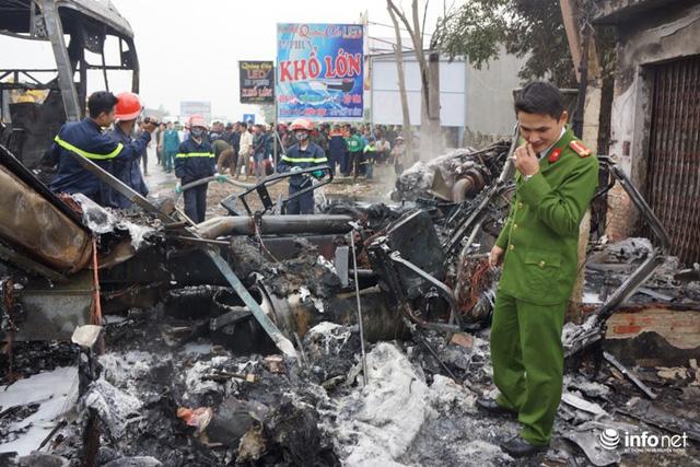 Thanh Hóa: Xe giường nằm đâm xe đầu kéo rồi cùng bốc cháy, hành khách hoảng loạn - Ảnh 1.