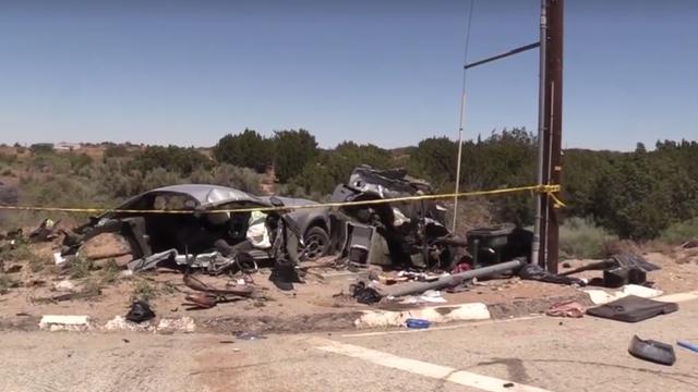 Hai xe Ford Mustang đua với nhau và gặp nạn, 1 chiếc đứt đôi - Ảnh 2.