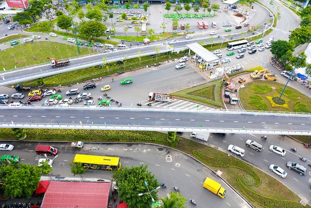 Cận cảnh cầu vượt hơn 240 tỷ đồng giải cứu kẹt xe ở sân bay Tân Sơn Nhất trước ngày khánh thành - Ảnh 3.