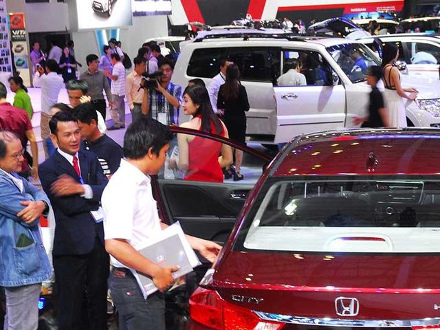 'Móc bóp' thêm trăm triệu khi mua ô tô - Ảnh 1.