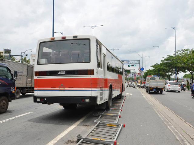 6 ô tô tông liên hoàn trên đại lộ Võ Văn Kiệt - Ảnh 2.