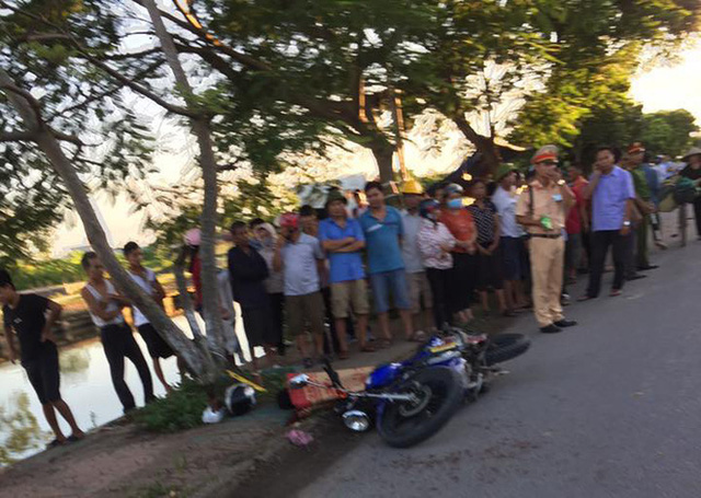 Va chạm với xe xích lô chở tôn, người đàn ông bị tôn cứa cổ khiến tử vong - Ảnh 1.