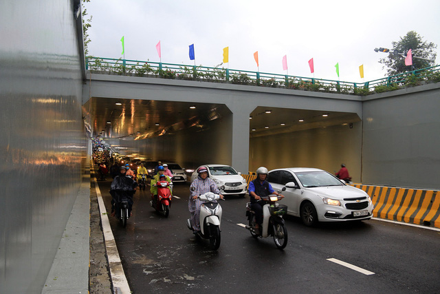 Cận cảnh hầm chui 120 tỷ vừa được thông xe, chấm dứt chuỗi ngày ùn tắc nghiêm trọng tại cửa ngõ Đà Nẵng - Ảnh 1.