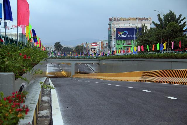 Cận cảnh hầm chui 120 tỷ vừa được thông xe, chấm dứt chuỗi ngày ùn tắc nghiêm trọng tại cửa ngõ Đà Nẵng - Ảnh 2.
