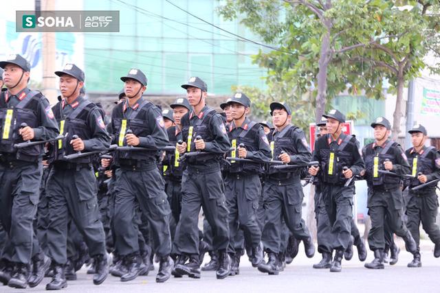 Ngắm dàn xe khủng của lực lượng công an, quân đội Việt Nam sẵn sàng bảo vệ APEC - Ảnh 1.