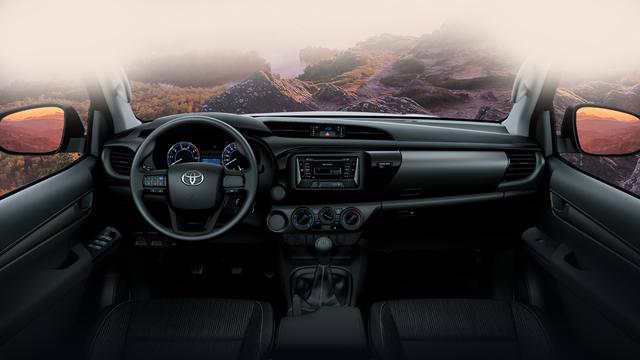 Toyota Việt Nam giới thiệu Hilux phiên bản cải tiến 2017 với giá rẻ hơn - Ảnh 4.