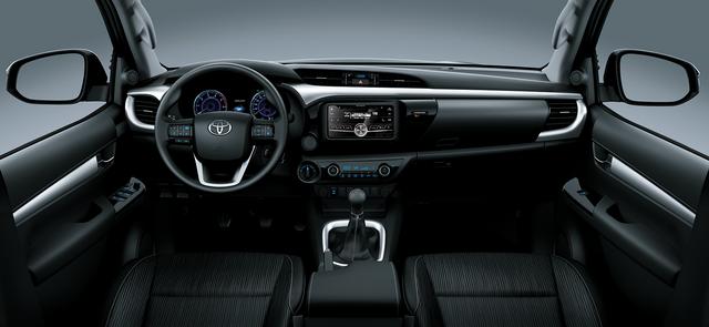 Toyota Việt Nam giới thiệu Hilux phiên bản cải tiến 2017 với giá rẻ hơn - Ảnh 6.