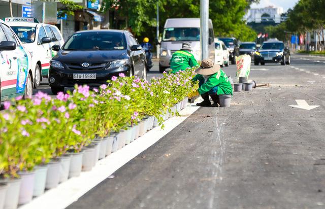 Cận cảnh cầu vượt hơn 240 tỷ đồng giải cứu kẹt xe ở sân bay Tân Sơn Nhất trước ngày khánh thành - Ảnh 13.