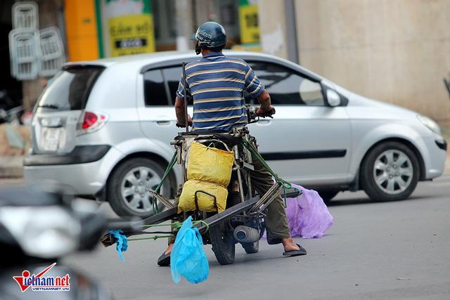 Hết sợ khai tử, xe máy nát vèo vèo giữa phố HN - Ảnh 13.