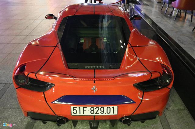 Siêu xe Ferrari 488 GTB khoác áo Người nhện tại Sài Gòn - Ảnh 3.
