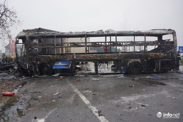 Thanh Hóa: Xe giường nằm đâm xe đầu kéo rồi cùng bốc cháy, hành khách hoảng loạn - Ảnh 2.