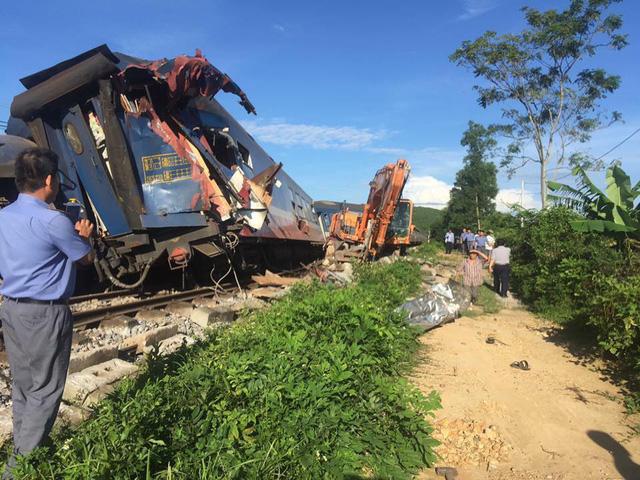 Đưa cẩu chuyên dụng từ Hà Nội vào Quảng Bình xử vụ tàu trật bánh - Ảnh 3.