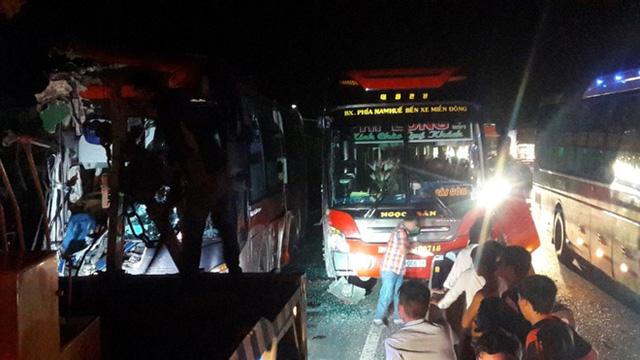 3 xe khách giường nằm tông nhau, ít nhất 3 người chết - Ảnh 3.