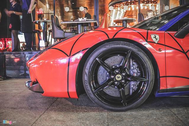 Siêu xe Ferrari 488 GTB khoác áo Người nhện tại Sài Gòn - Ảnh 5.