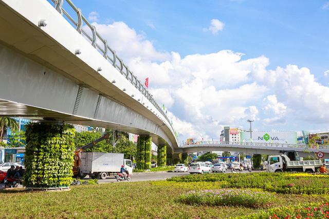 Cận cảnh cầu vượt hơn 240 tỷ đồng giải cứu kẹt xe ở sân bay Tân Sơn Nhất trước ngày khánh thành - Ảnh 6.