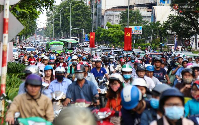 Giao thông ở Sài Gòn rối như canh hẹ sau khi phân luồng thi công nhà ga trung tâm Bến Thành - Ảnh 6.