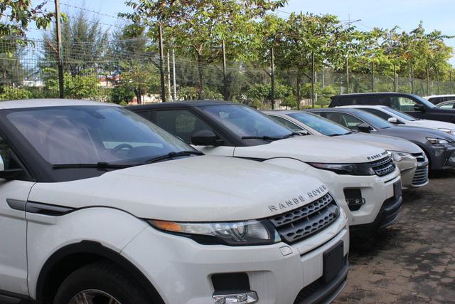 Theo thuế giảm, ô tô ùn ùn nhập khẩu qua cảng TP.HCM - Ảnh 7.