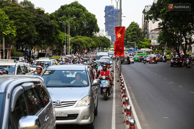 Giao thông ở Sài Gòn rối như canh hẹ sau khi phân luồng thi công nhà ga trung tâm Bến Thành - Ảnh 7.
