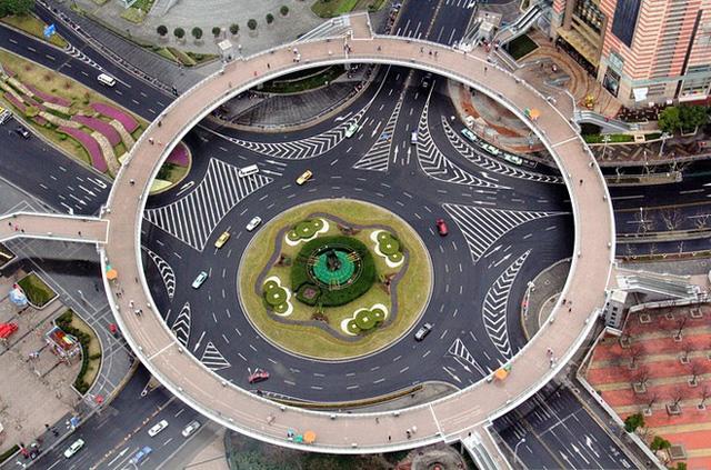 Những công trình giao thông trên thế giới khiến nhiều người không tin là nó có thật - Ảnh 7.