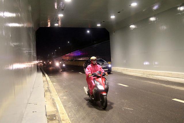 Cận cảnh hầm chui 120 tỷ vừa được thông xe, chấm dứt chuỗi ngày ùn tắc nghiêm trọng tại cửa ngõ Đà Nẵng - Ảnh 7.