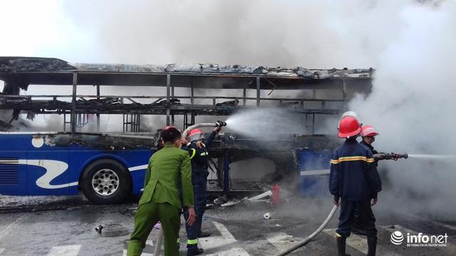 Thanh Hóa: Xe giường nằm đâm xe đầu kéo rồi cùng bốc cháy, hành khách hoảng loạn - Ảnh 7.