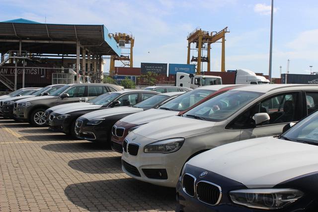 Theo thuế giảm, ô tô ùn ùn nhập khẩu qua cảng TP.HCM - Ảnh 8.