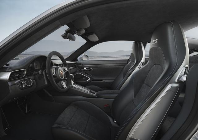 Porsche 911 GTS 2017 tăng thêm 20 mã lực, giá từ 3 tỷ Đồng - Ảnh 9.