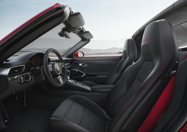 Porsche 911 GTS 2017 tăng thêm 20 mã lực, giá từ 3 tỷ Đồng - Ảnh 10.