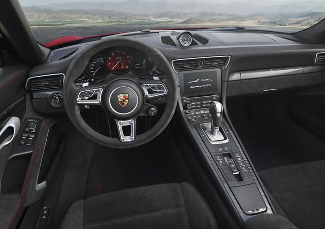 Porsche 911 GTS 2017 tăng thêm 20 mã lực, giá từ 3 tỷ Đồng - Ảnh 4.