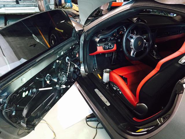 Cận cảnh Porsche 911 Turbo S mui trần 2016 đầu tiên tại Việt Nam - Ảnh 10.