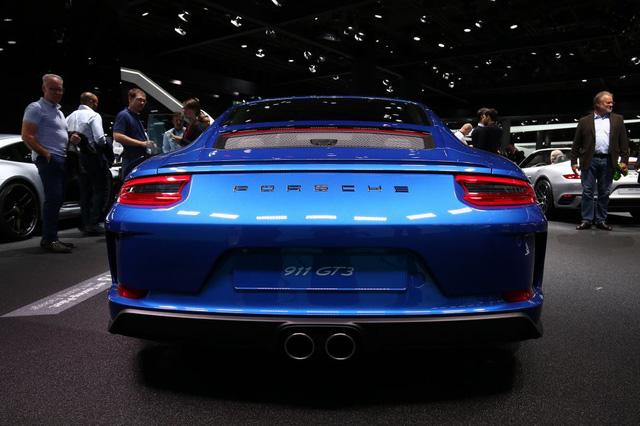 Porsche 911 GT3 2018 có thêm phiên bản Touring Package, bản sao của hàng hiếm 911 R - Ảnh 7.