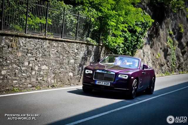 Xe mui trần Rolls-Royce Dawn dành cho người cuồng màu tím - Ảnh 1.