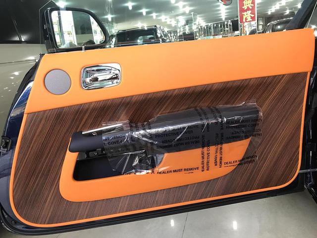 Rolls-Royce Dawn 25 tỷ Đồng bất ngờ xuất hiện tại Sài thành - Ảnh 16.
