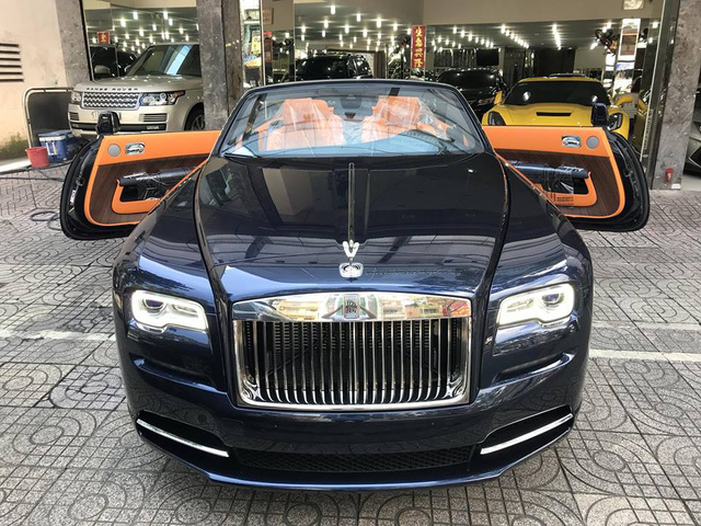 Rolls-Royce Dawn bất ngờ xuất hiện tại Sài thành - Ảnh 4.