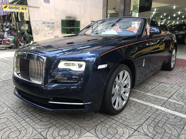 Rolls-Royce Dawn bất ngờ xuất hiện tại Sài thành - Ảnh 2.