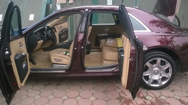 Rolls-Royce Ghost phối màu lạ của đại gia Hà thành - Ảnh 3.