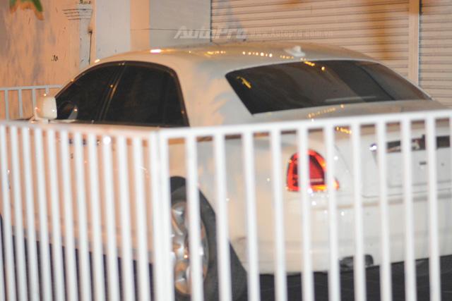 Choáng với cách bảo vệ xe siêu sang Rolls-Royce Ghost tại Campuchia - Ảnh 4.