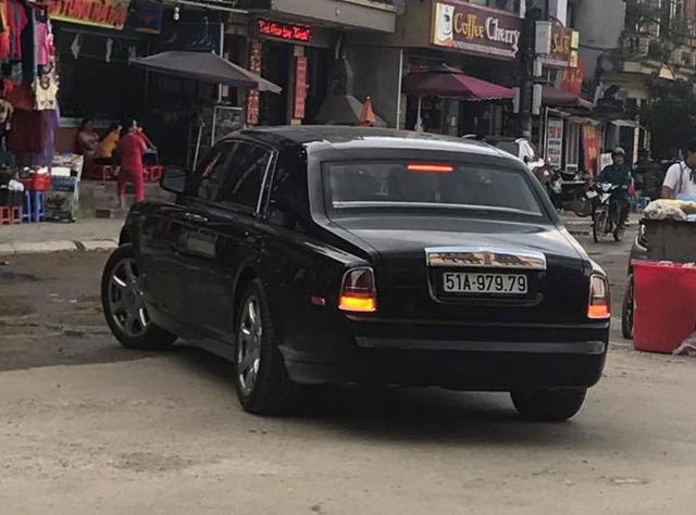 Rolls-Royce Phantom biển khủng Sài thành bị bắt gặp tại Sa Pa - Ảnh 2.