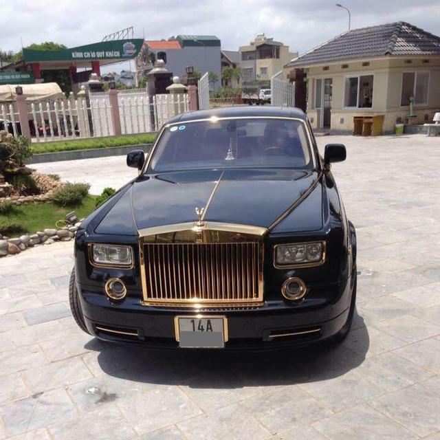 Quảng Ninh: Rolls-Royce Phantom mạ vàng chạy taxi, đổ xăng giữa đường - Ảnh 2.
