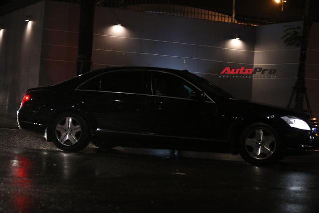 HOT: Đoàn xe siêu sang Mercedes-Benz chống đạn của Tổng thống Putin xuất hiện tại Đà Nẵng - Ảnh 4.