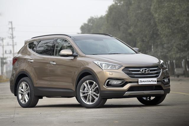 Hyundai Santa Fe 2017 giảm giá sốc tới 230 triệu Đồng, liệu có lặp lại một hiện tượng như Honda CR-V? - Ảnh 1.