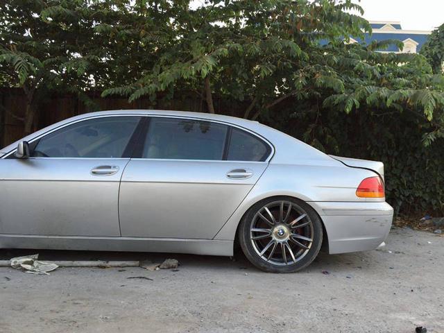 Xót xa BMW 760Li bị bỏ rơi tại Hà Nội - Ảnh 3.