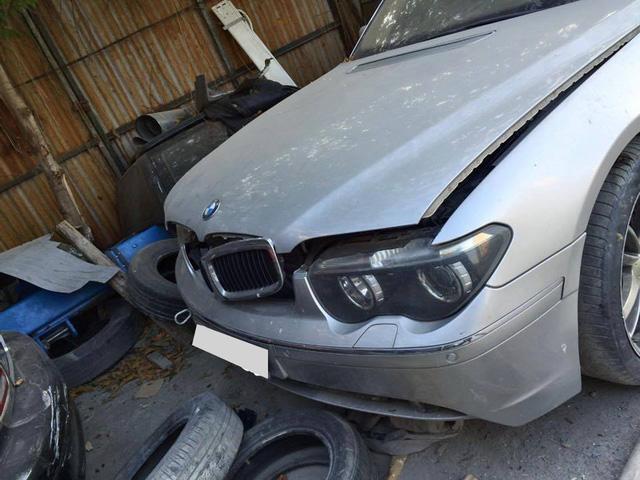 Xót xa BMW 760Li bị bỏ rơi tại Hà Nội - Ảnh 2.
