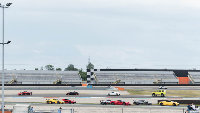 Đại tiệc siêu xe ở trường đua TT-Circuit Assen Hà Lan - Ảnh 3.