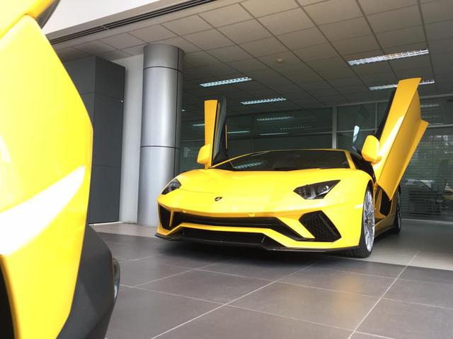 Bắt gặp siêu xe Lamborghini Aventador S LP740-4 2017 trên đường vận chuyển vào Sài Gòn - Ảnh 2.