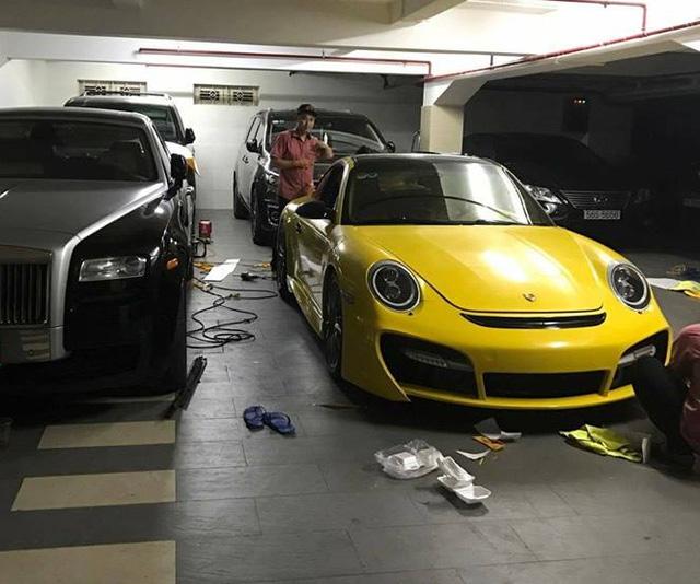 Siêu xe Aston Martin Vanquish cùng dàn xe thể thao tại Sài thành đồng loạt thay áo đề-can màu vàng - Ảnh 8.