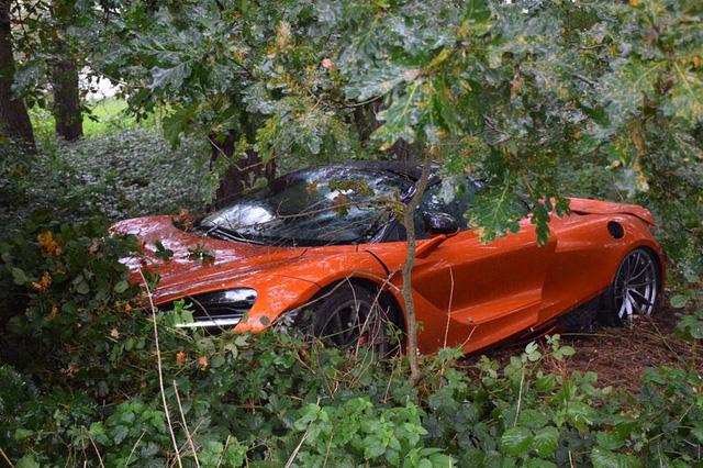 Đây là vụ tai nạn hiếm hoi của siêu xe McLaren 720S - Ảnh 2.
